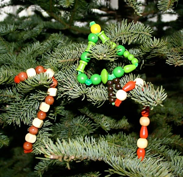 Homemade Christmas Ornaments for Kids: Pipe Cleaners and Wooden Beads~ Buggy and Buddy