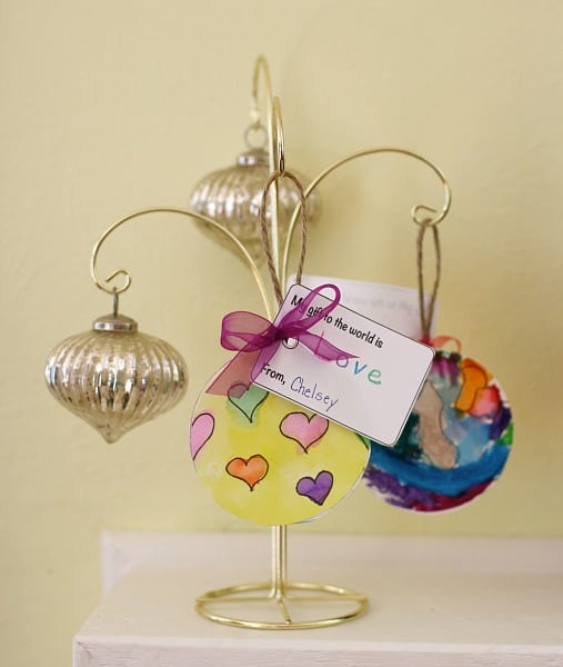 "Reinforce the spirit of giving this holiday season with this simple Christmas craft for kids! (""My Gift to the World"" Homemade Christmas Ornament)~ Buggy and Buddy"
