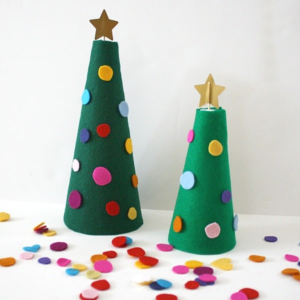 Decorate the Felt Christmas Tree~ Buggy and Buddy