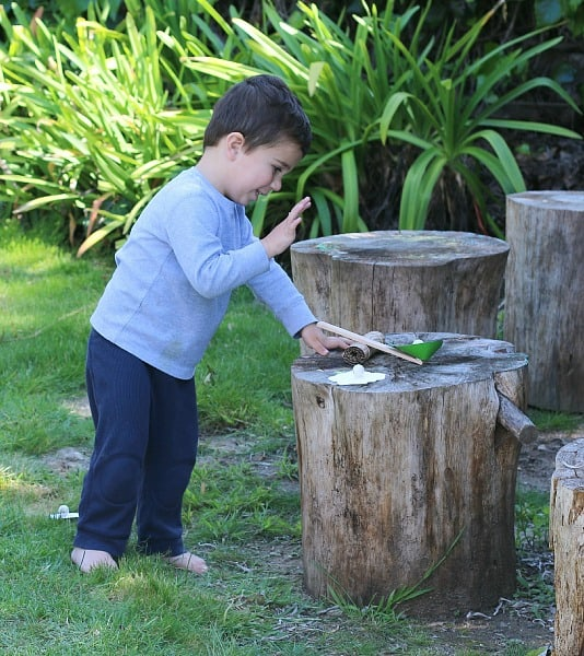 toddler playing with kiwi crate