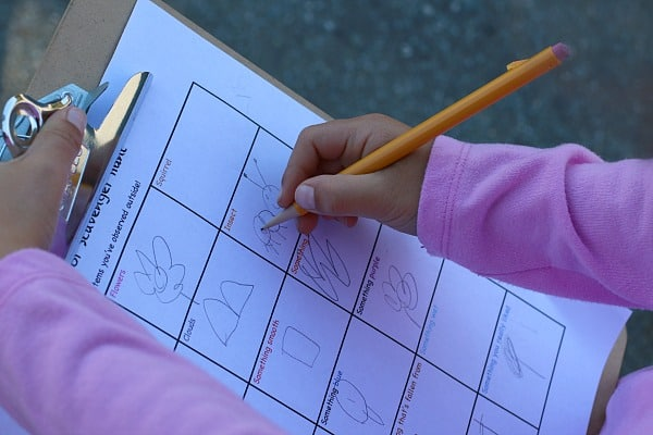 Sketching on an Outdoor Scavenger Hunt for Kids