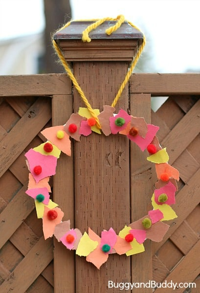 Such an easy and fun craft for fall! (Tear Art Fall Wreath)~ Buggy and Buddy