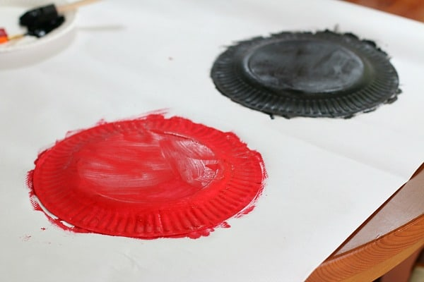 paint paper plates red and black