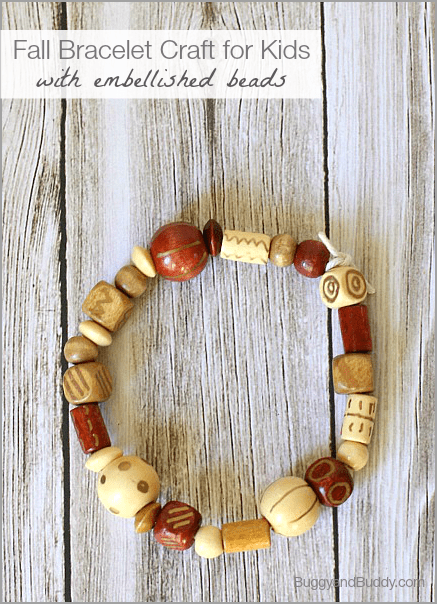 Kids will love embellishing their own beads for this fall bracelet craft! (Would make a great gift for kids to make for the holidays too!)~BuggyandBuddy.com