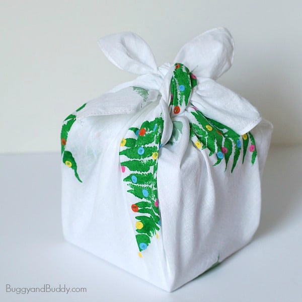 Make your own reusable gift wrap from fabric! (Homemade Furoshiki) ~ BuggyandBuddy.com