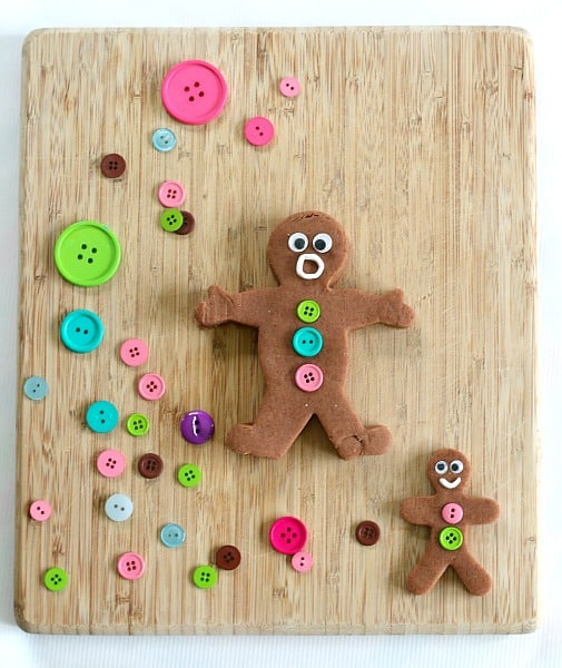 Winter Sensory Play: Homemade Gingerbread Playdough~ BuggyandBuddy.com