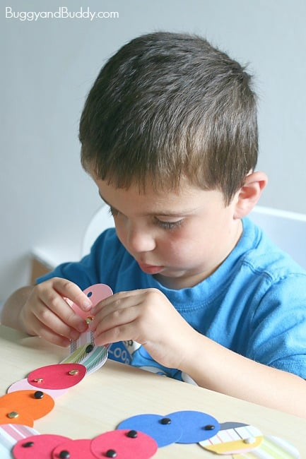 Mod Paper Circle Necklace Craft for Kids ~ BuggyandBuddy.com