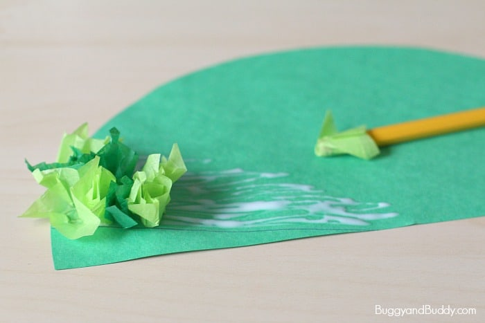 christmas tree craft for kids using tissue paper